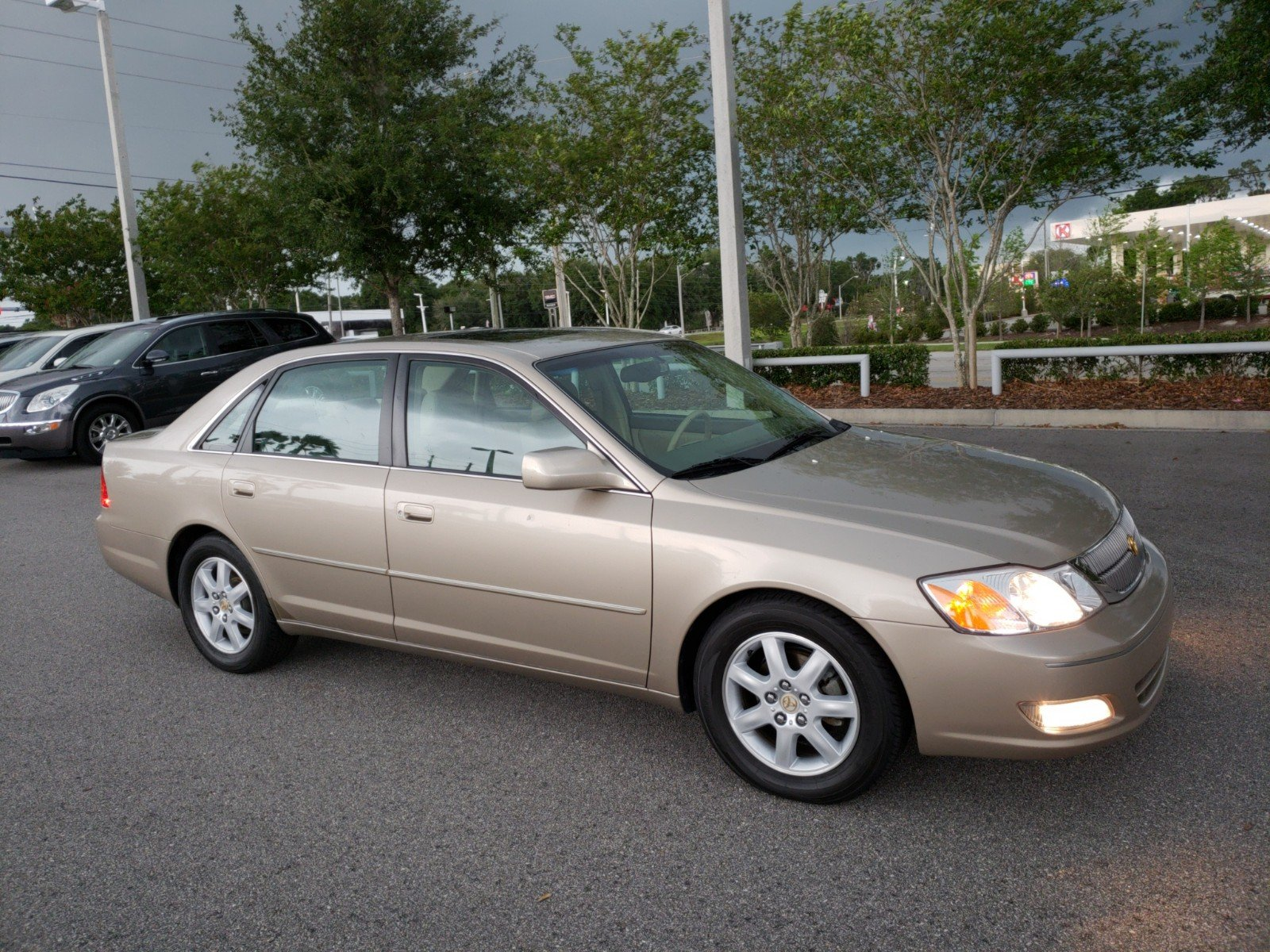Pre-Owned 2000 Toyota Avalon XL